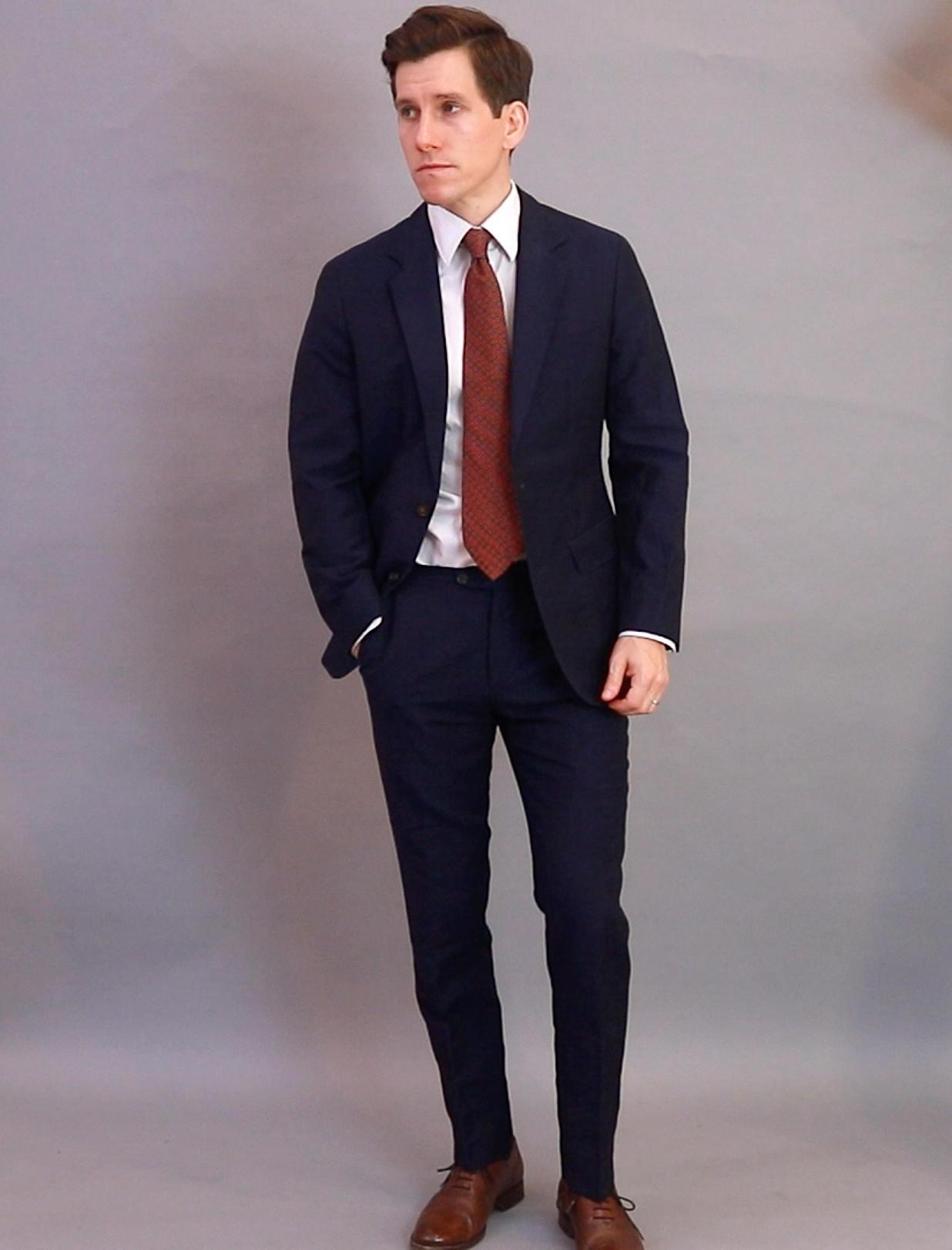 Oliver Wicks navy linen suit full body
