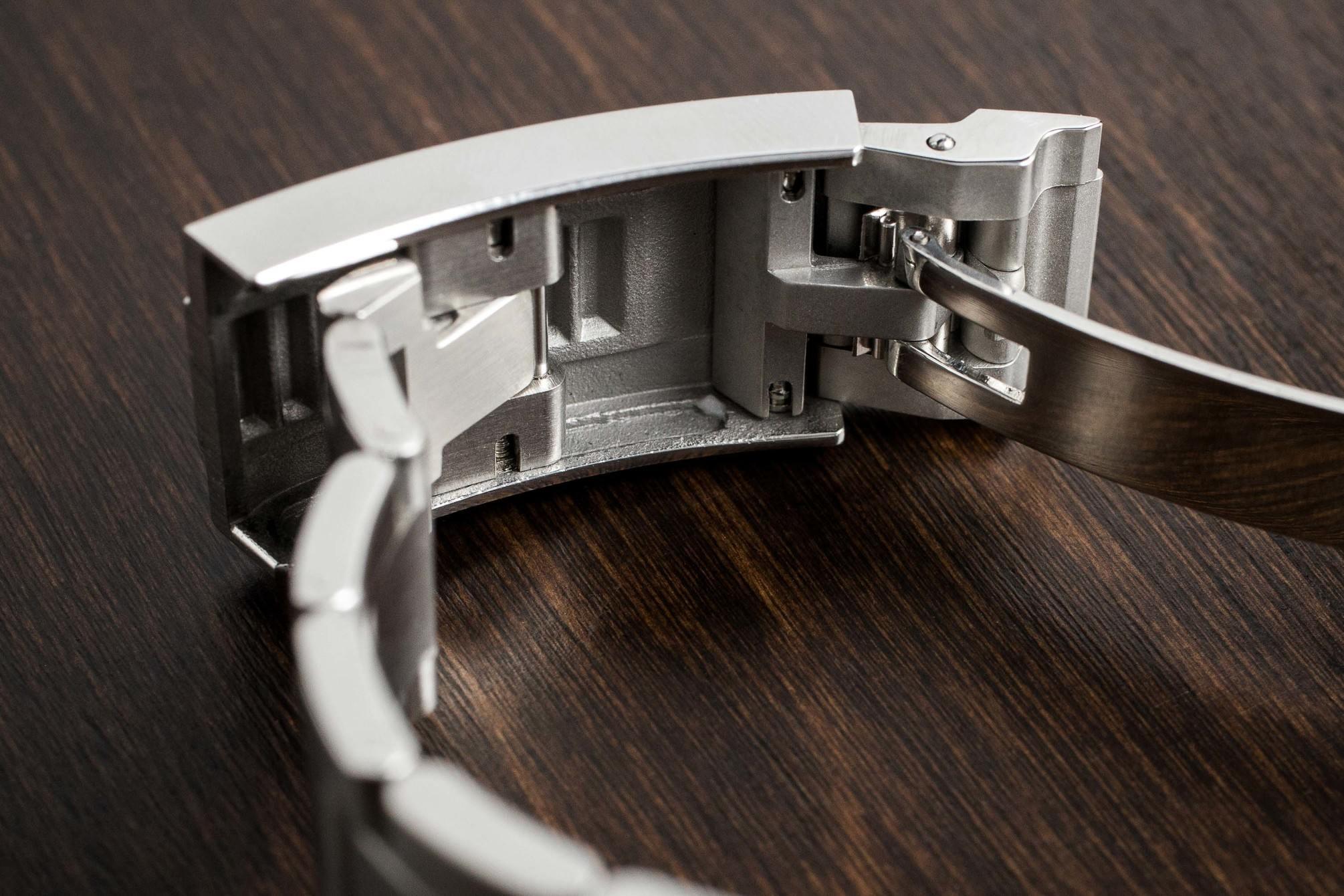Ginault Ocean Rover clasp close up