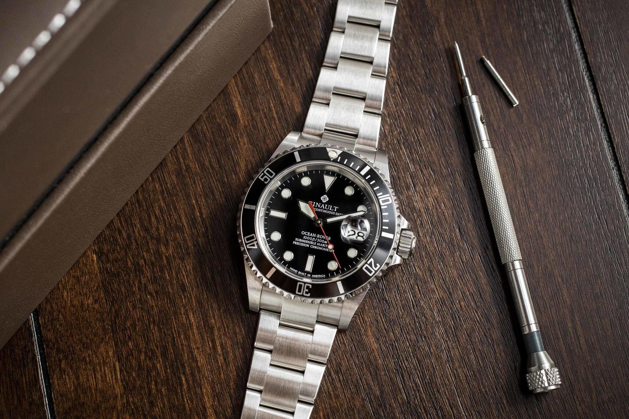 Ginautl watch tool included