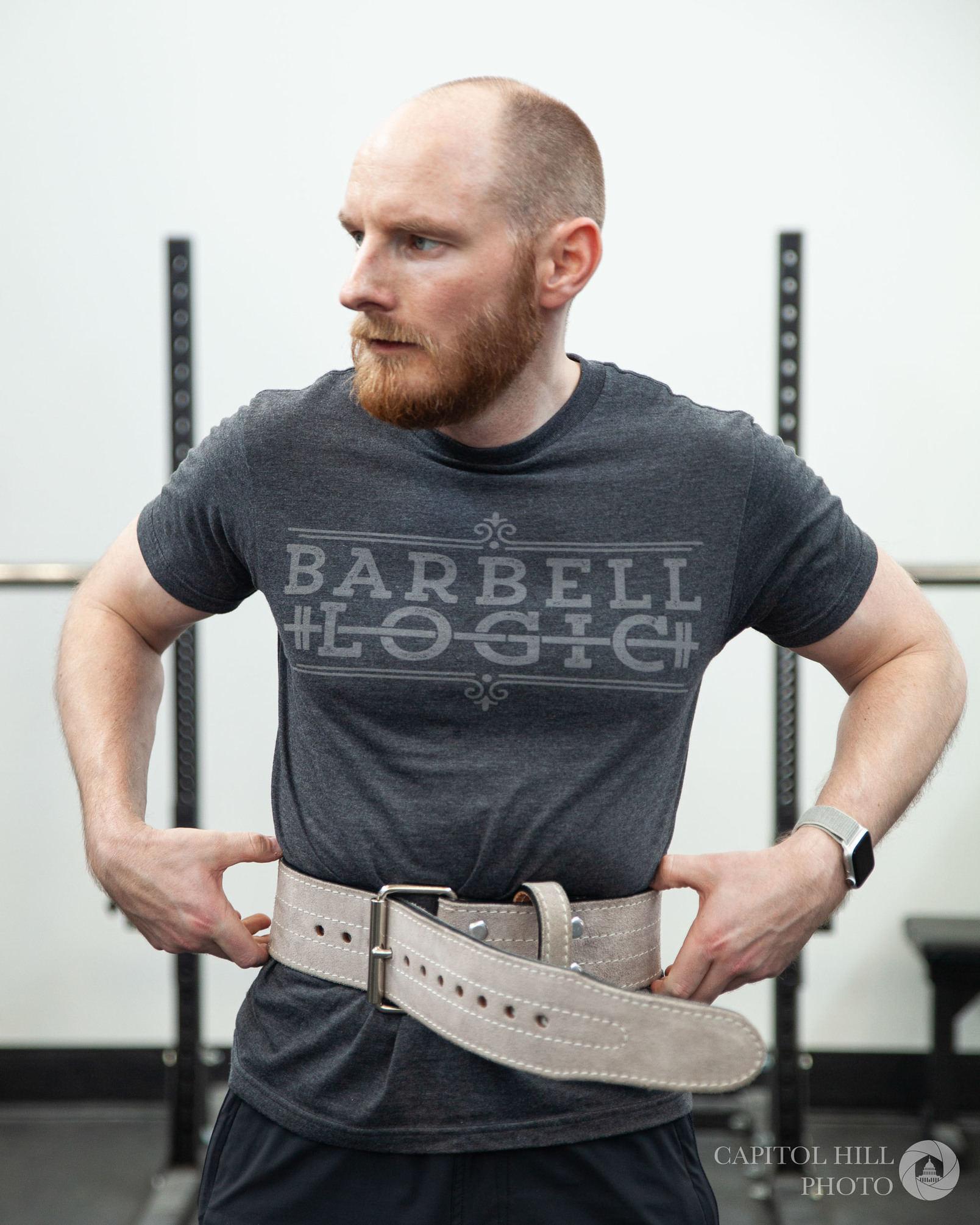 Putting on lifting belt