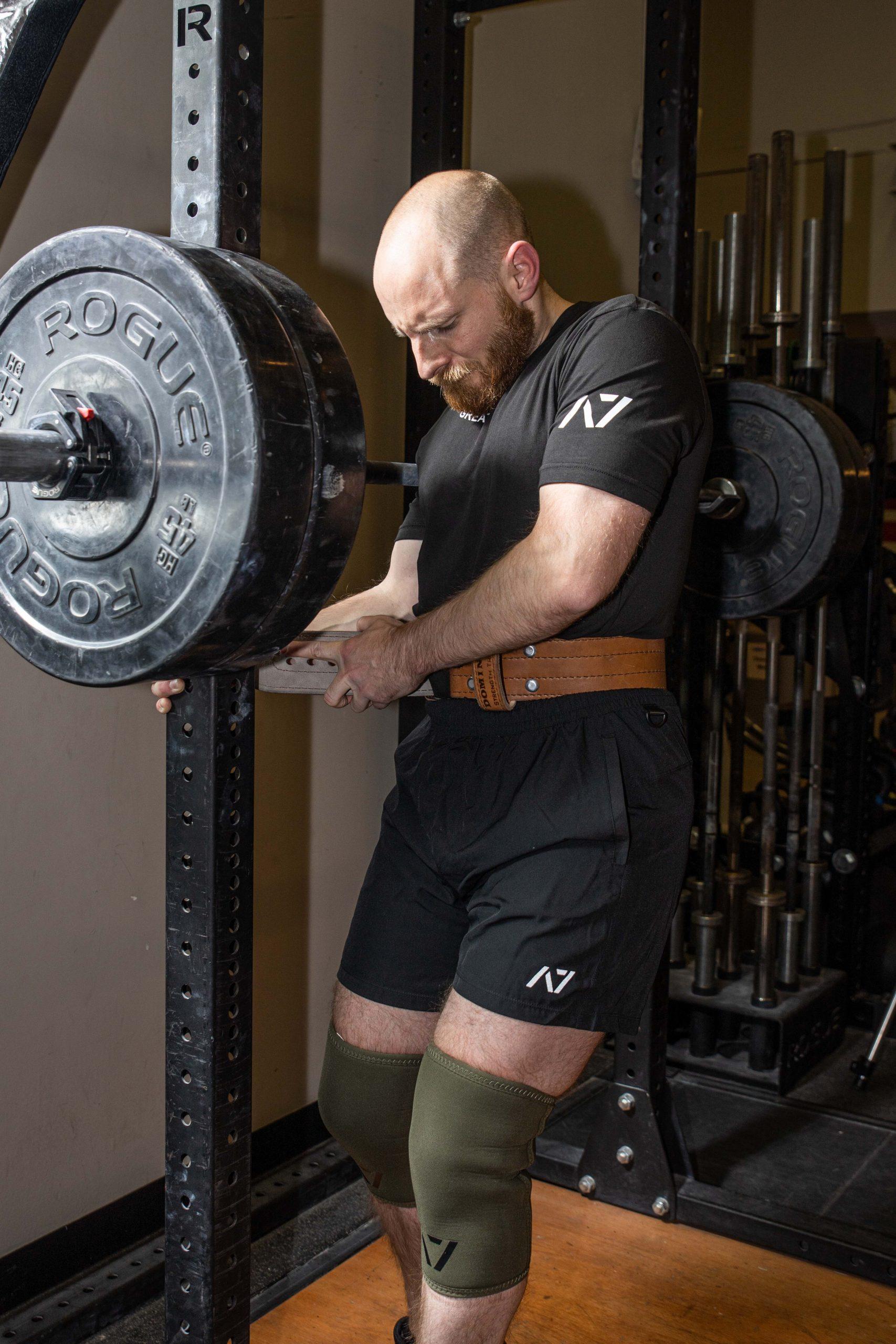 Tightening the lifting belt