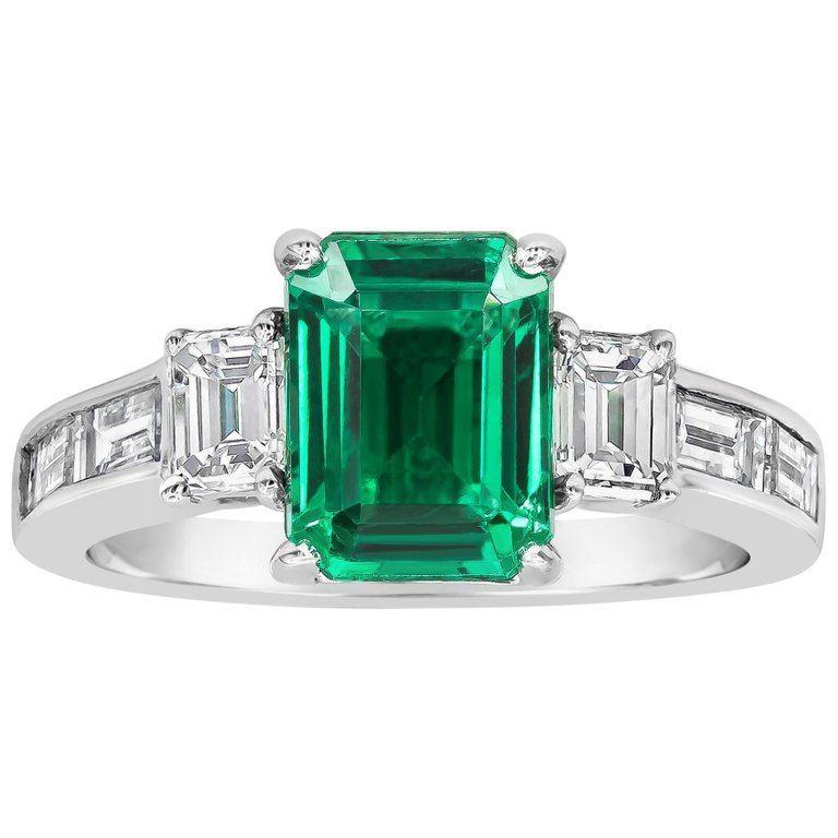 Emerald-cut diamond side-stones set in 18K white gold