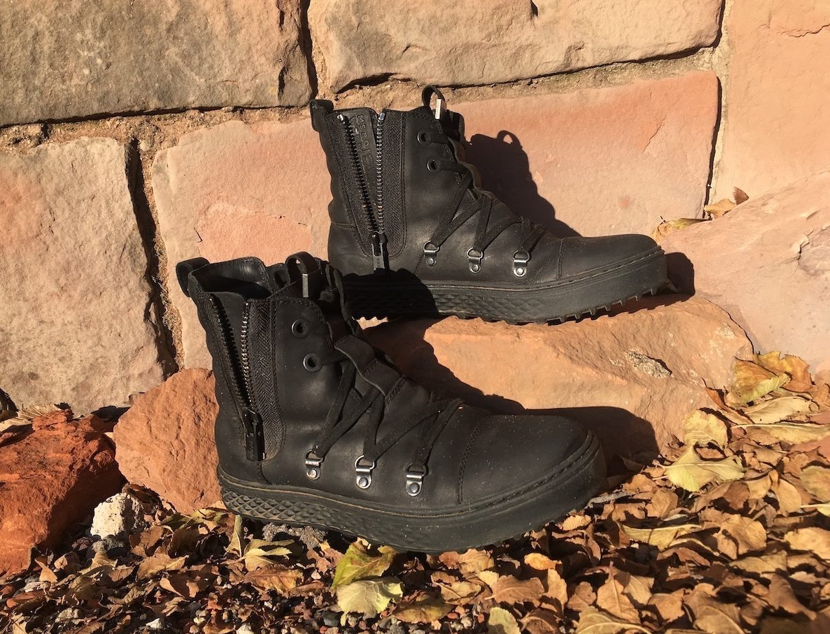 CODDI Polaris boots unzipped