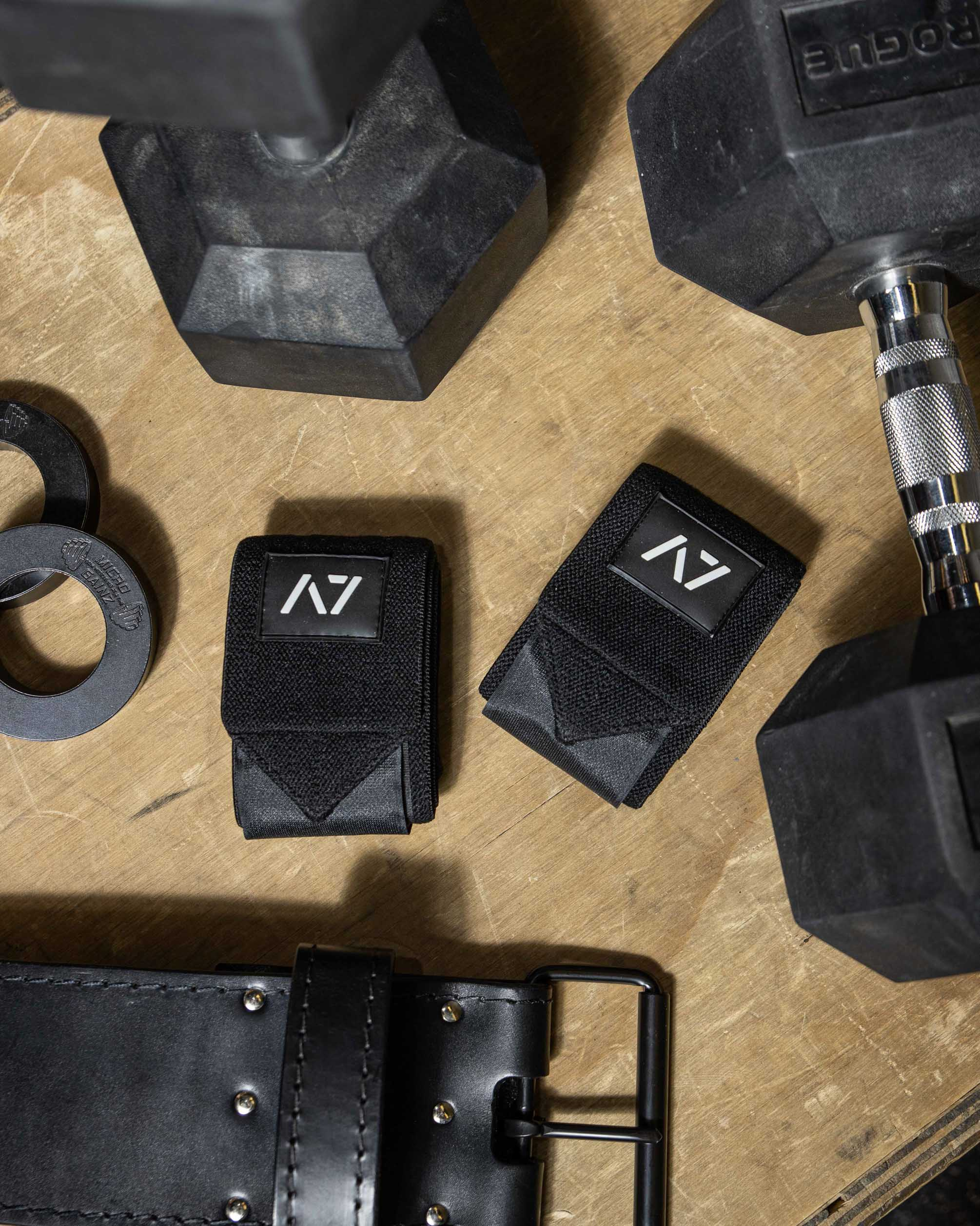 Weightlifting gear and clothes
