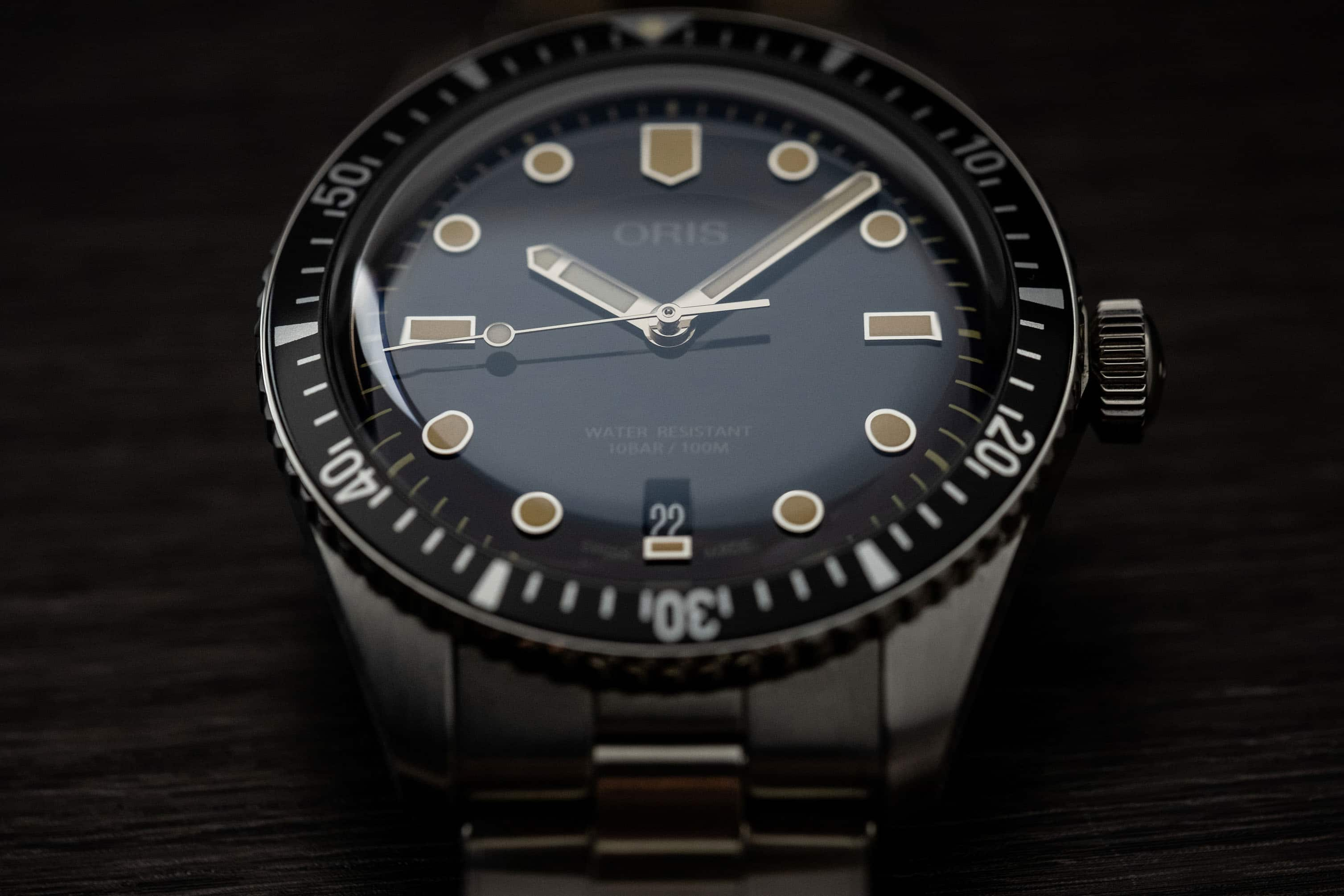 Oris Divers Sixty-Five Dial color-shifting illusion feature