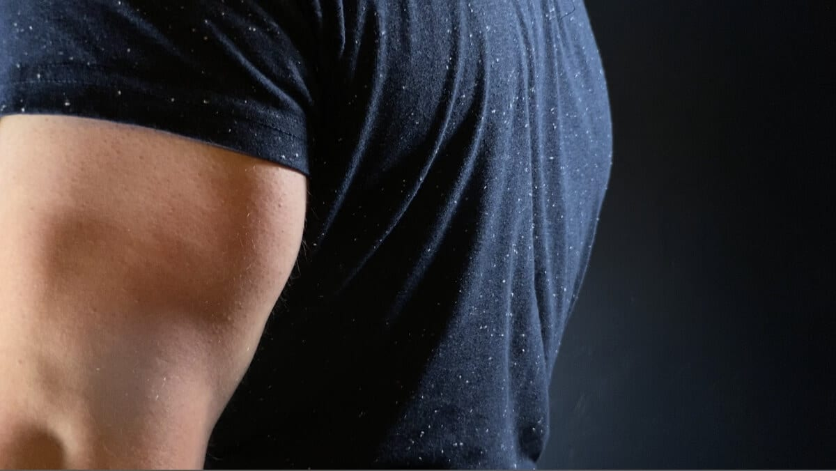 Muscle fit t-shirt sleeve